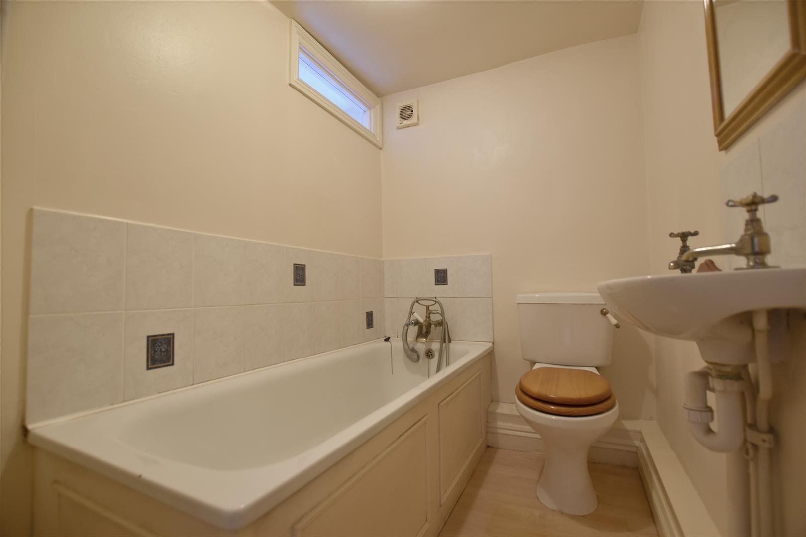 Property In Bell Street Reigate Surrey Rh2 7bg