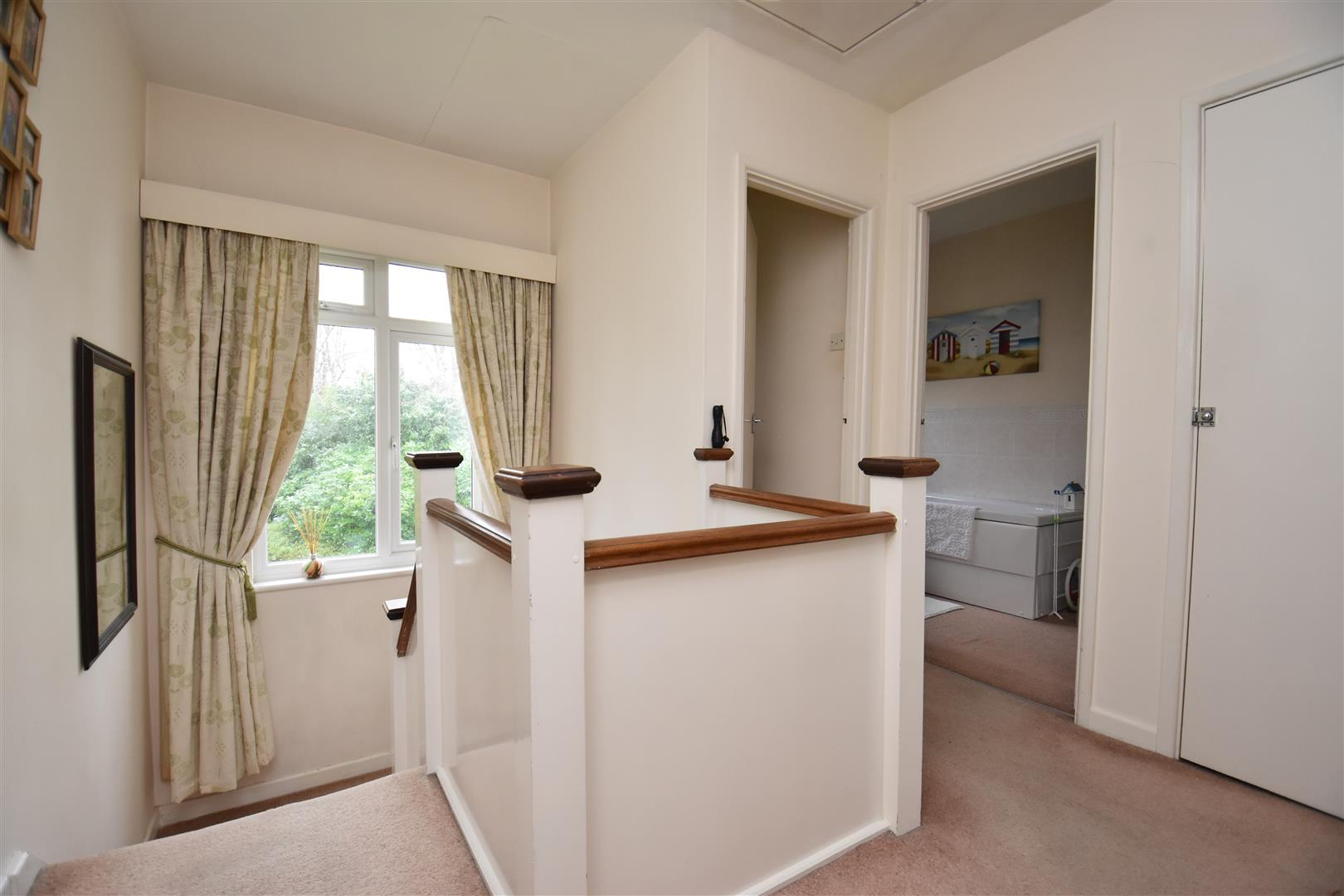 property in limes avenue  horley  surrey  rh6 9dq