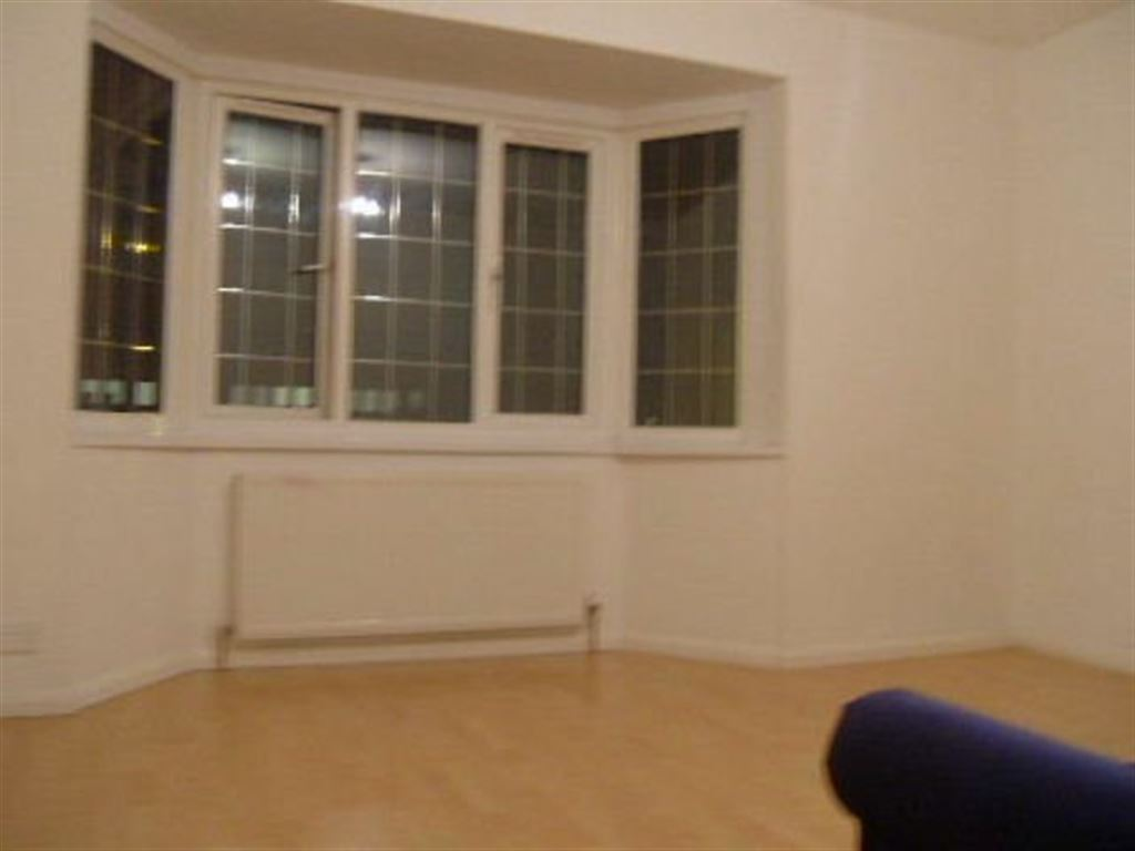 Property In Ilford Hill Ilford Ig1 2at