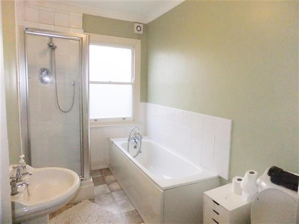 Property in Queens Drive, Finsbury Park, London