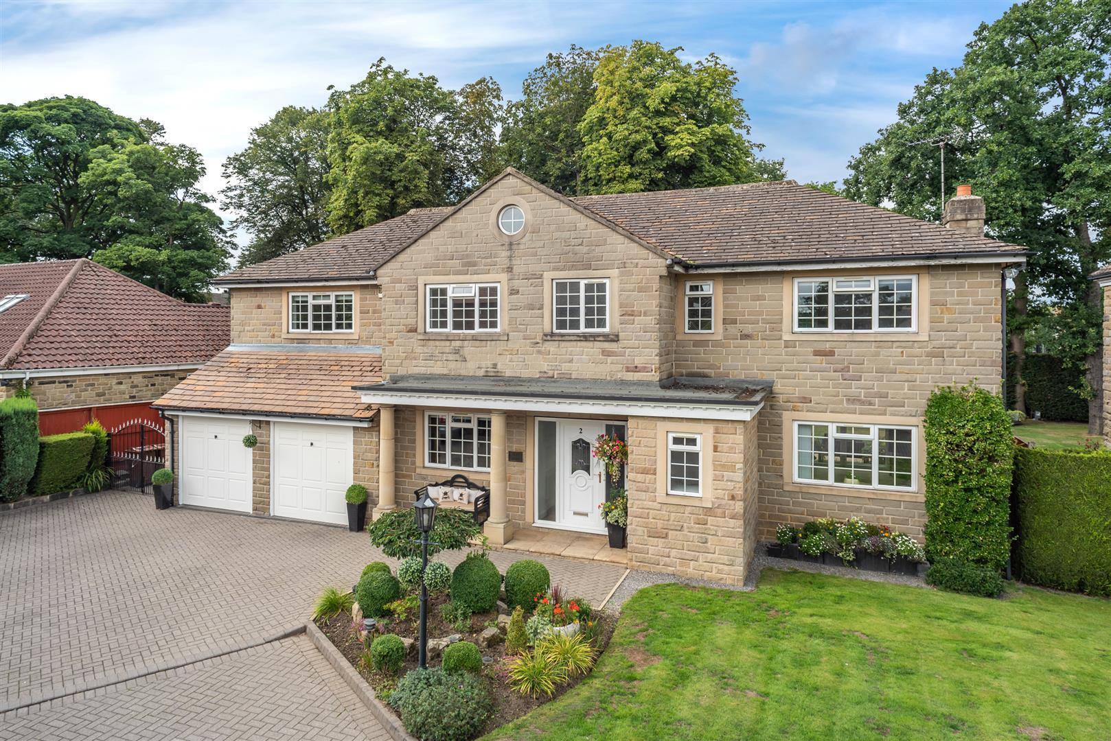 Property In South Downs Park Lane Court Shadwell Leeds West Yorkshire Ls17 8tw