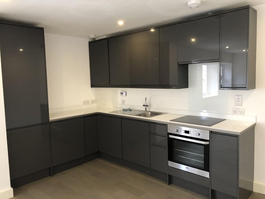 property in the sparrows edgware ha8. Black Bedroom Furniture Sets. Home Design Ideas