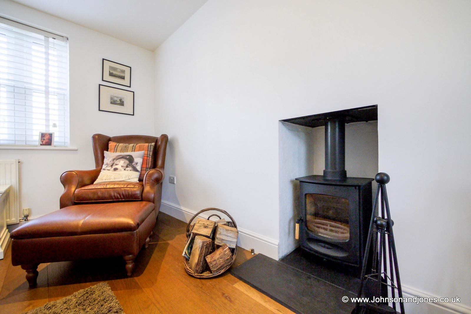 Property In Willow Walk Chertsey Surrey Kt16 8rg