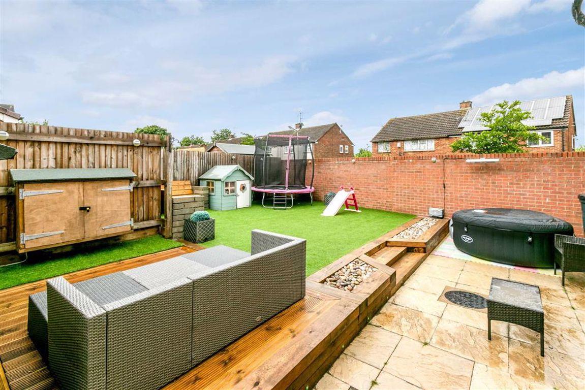 Property in Tattenhoe Lane, Milton Keynes, MK3 7AD